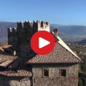 Schloss Freudenstein bei Eppan aus der Luft