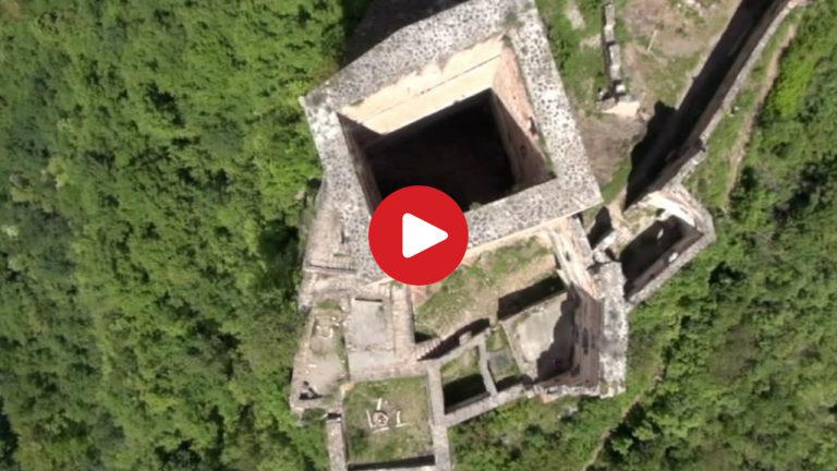 Burgruine Neuhaus aus der Luft