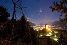 Sonnenuntergang bei Schloss Tirol
